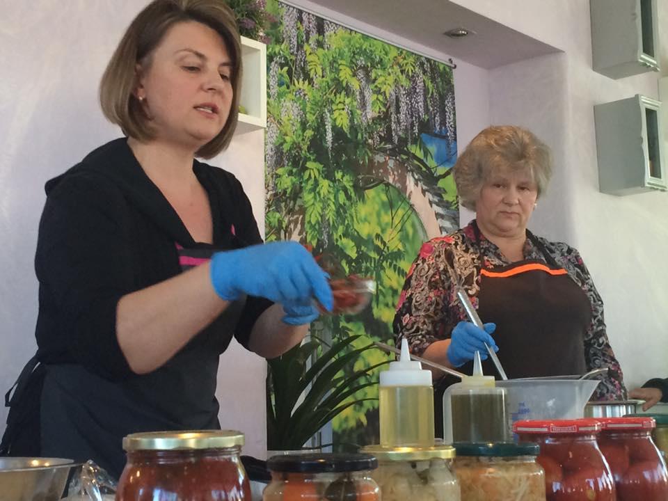 Leshi Gastronomias Mykonou Kouzina Ukraine 2 Pikantiki Gonia
